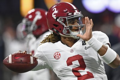 Alabama QB Hurts nursing high-ankle sprain