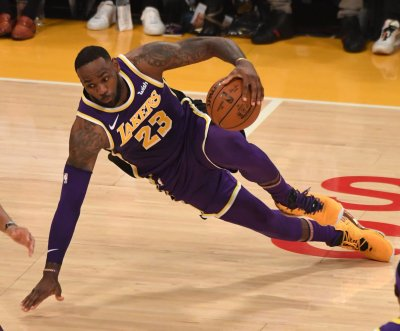 LeBron James leads Lakers to 26-point win over Warriors