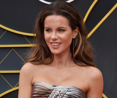 Kate Beckinsale laughs off Jamie Foxx dating buzz in Instagram post