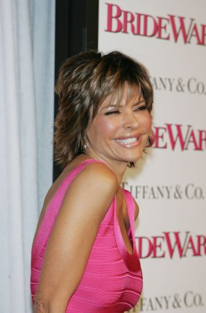 Lisa Rinna gets upper lip fixed
