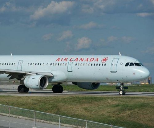 Air Canada jet nearly lands on taxiway with 4 other planes