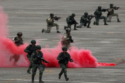 Taiwan holds drills to fend against invasion amid China tensions