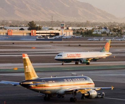Coyote delays three flight landings at Arizona airport