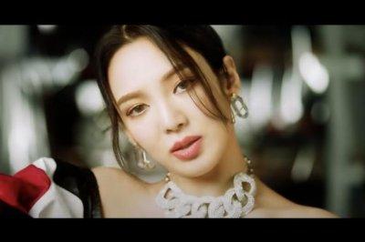 Girls' Generation's Hyoyeon releases 'Dessert' music video