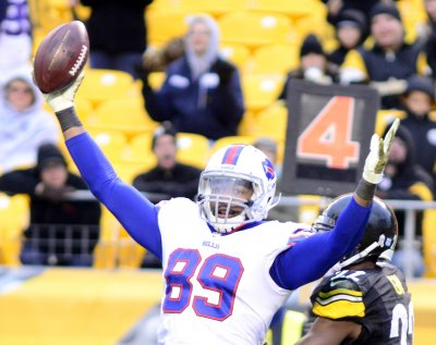 Buffalo Bills fan falls from 300 level during game against New York Jets