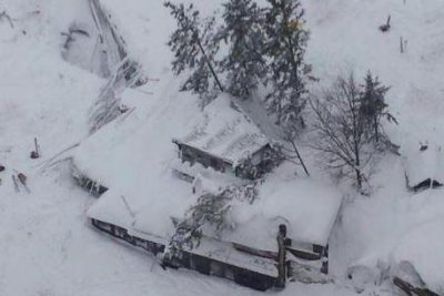 Survivors found in Italian hotel struck by avalanche