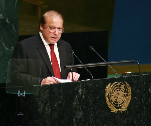 Pakistan court extends PM Nawaz Sharif corruption probe