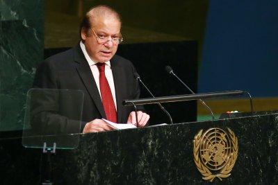 Pakistan court extends PM Nawaz Sharif corruption probe