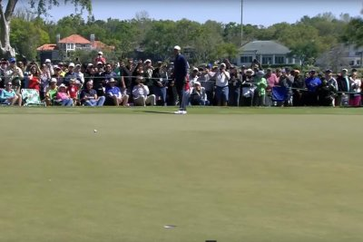 Tiger Woods sinks 71-foot putt birdie at Bay Hill