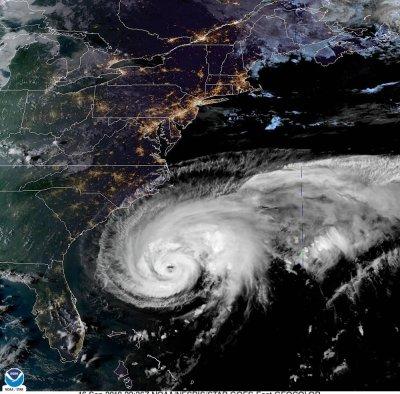 Strengthening Hurricane Humberto to close in on Bermuda