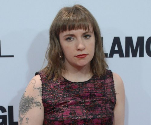 Lena Dunham defends Taylor Swift's silence on politics