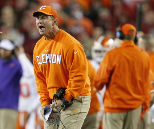 NCAA Top 25 college football AP poll update: Clemson Tigers move up to No. 2 behind Alabama