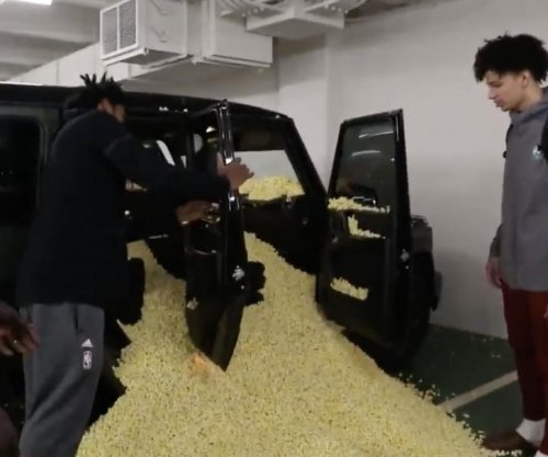 Bucks' Giannis Antetokounmpo fills rookie's car with popcorn