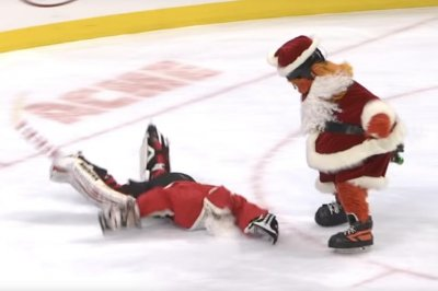 Gritty takes out multiple Santas, uses wreath as weapon