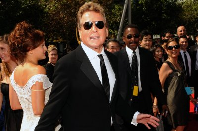 Ryan O'Neal, Ali MacGraw to receive stars on Hollywood Walk of Fame