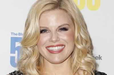Megan Hilty, Jessie Mueller to star in Lifetime's 'Patsy & Loretta'