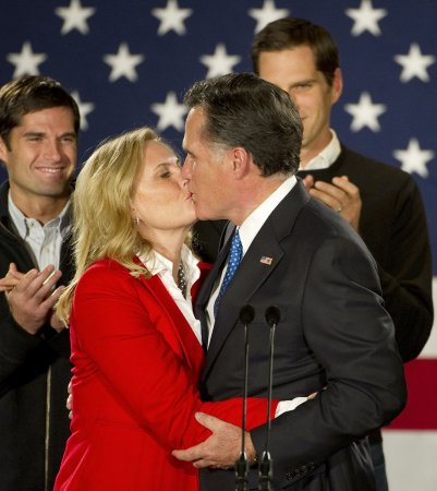 Romney wins Iowa caucus by 8 votes; Bachmann ends her quest