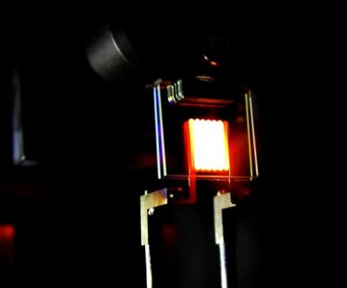 MIT scientists give the incandescent light bulb a makeover