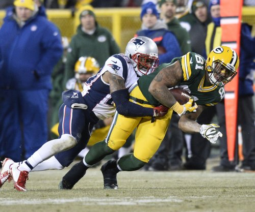 Detroit Lions sign TE Andrew Quarless despite two-game suspension