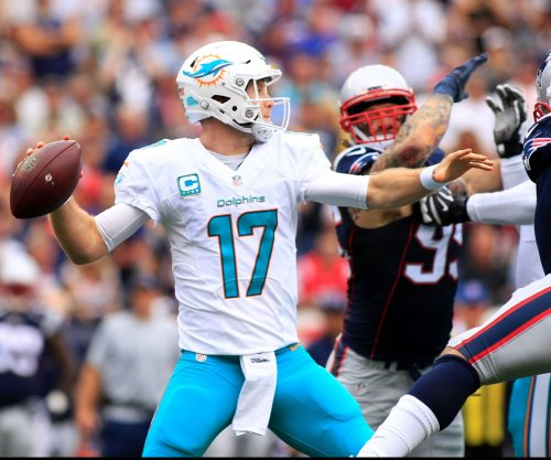 Miami Dolphins' Ryan Tannehill sheds knee cast, crutches