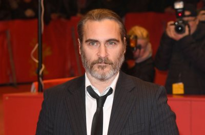Video shows Joaquin Phoenix in 'Joker' makeup