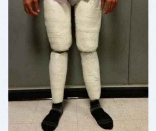 Customs officers find 10 pounds of cocaine in traveler's pants