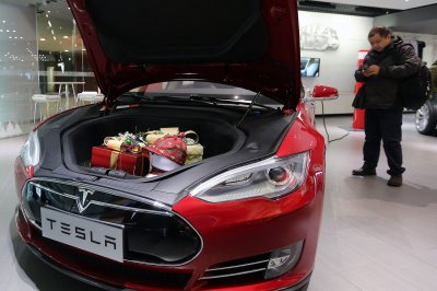Tesla extends battery life for Irma evacuees