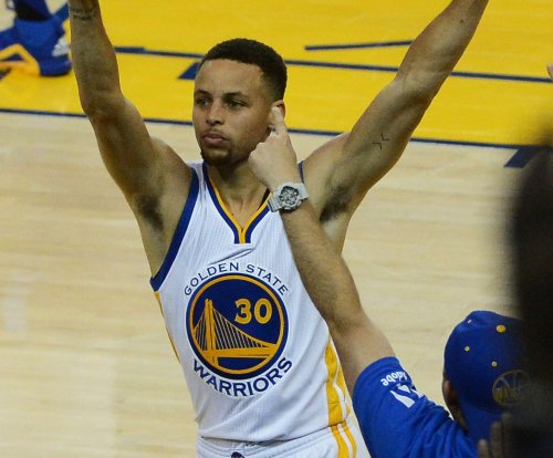 Golden State Warriors come alive after slow start for 7th win in row