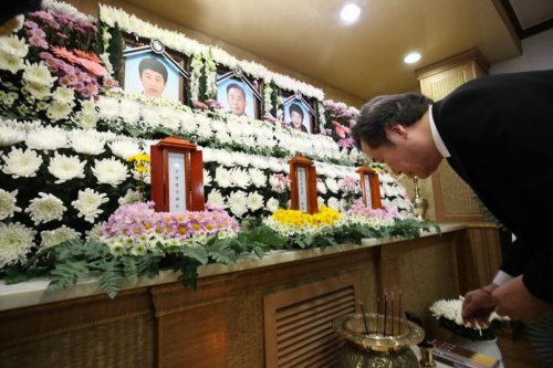 Memorial service held for 5 missing victims of ferry sinking
