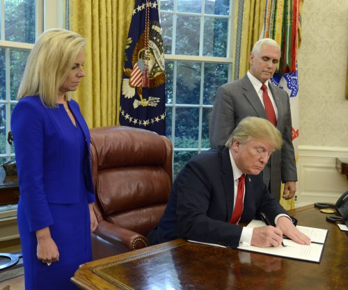 Trump to sign executive order to keep migrant families together