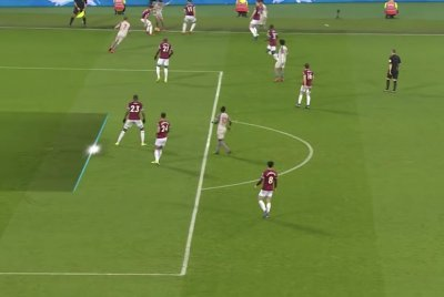 Referee misses offside call in Liverpool draw with West Ham