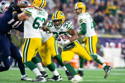 Other Aaron leads Green Bay Packers by Miami Dolphins
