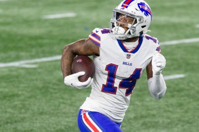 Josh Allen, Stefon Diggs lead playoff-bound Bills to 38-9 rout of Patriots