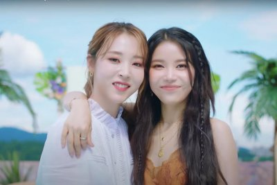 Mamamoo's Solar, Moonbyul share sunny 'Promise U' music video