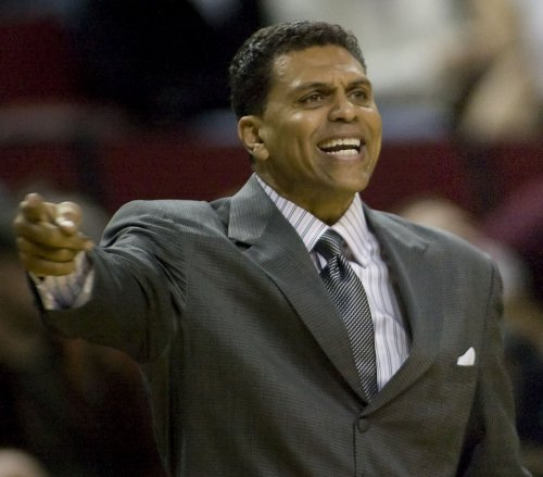 Sacramento Kings fire Coach Reggie Theus