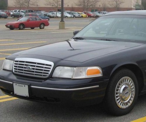 Ford recalls Crown Victorias, Mercury Grand Marquis over headlight issue