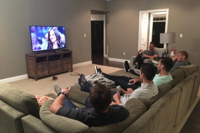 Baltimore Ravens have 'Bachelorette' watch party