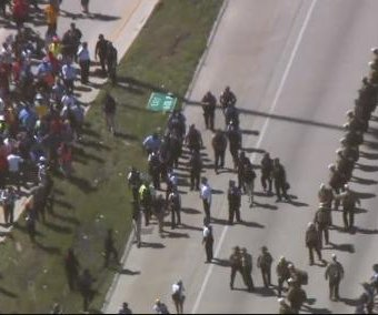 Thousands march against gun violence in Chicago