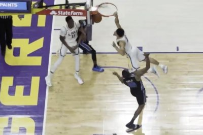 LSU's Skylar Mays dunks over Memphis with authority