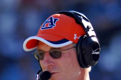 Ex-Auburn coach Tommy Tuberville to run for U.S. Senate seat in Alabama