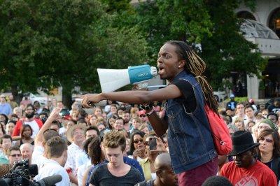 Protesters defy Ferguson, Mo., curfew; one man shot