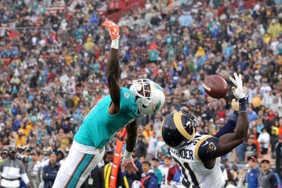 Miami Dolphins beat Los Angeles Rams late to extend win streak