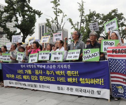 Protesters turn away U.S. army cars at South Korea THAAD site