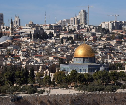 Trump tells Abbas of plans to move U.S. Embassy to Jerusalem