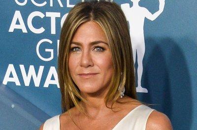 Jennifer Aniston, Julia Roberts join 'Fast Times at Ridgemont High' table read