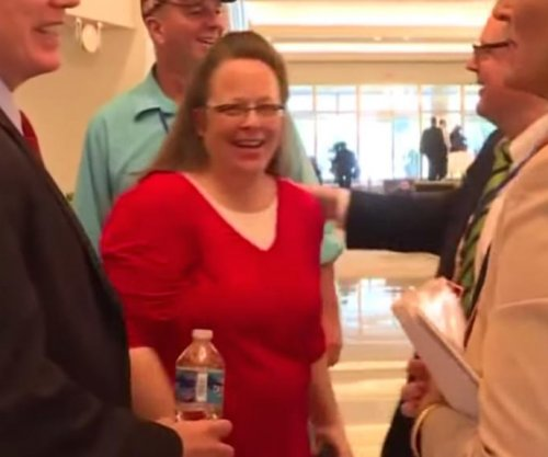 Kentucky clerk Kim Davis says she met Pope Francis