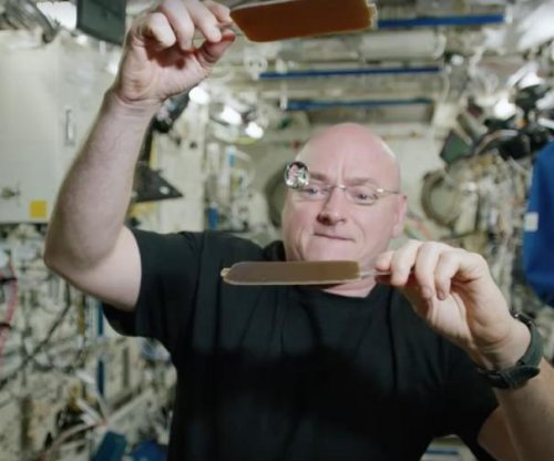 Astronaut Scott Kelly plays ping pong with water