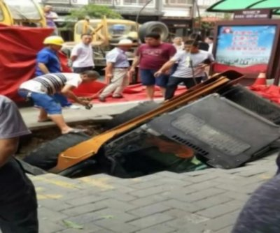 Forklift falls through sinkhole in China