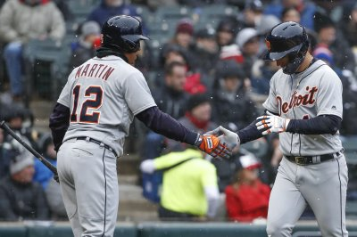 Cleveland Indians acquire OF Leonys Martin from Detroit Tigers