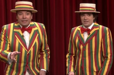 Jimmy Fallon's Ragtime Gals perform 'Buddy Holly' with Weezer